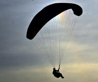 Yamaç paraşütçüleri öğretmenler için uçtu