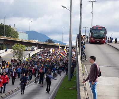 Kolombiya'da halk 1 haftadır sokaklarda