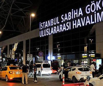 Havalimanında hareketli anlar! Aracını polislerin üzerine sürdü
