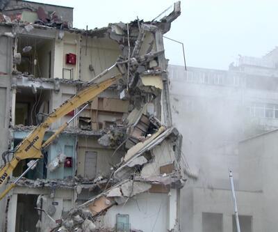 Diş Hekimliği Fakültesi yıkılıyor