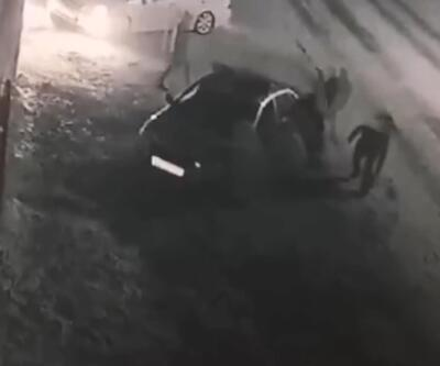 Ortalığı birbirine kattılar... Polis aracını devirip kaçtılar