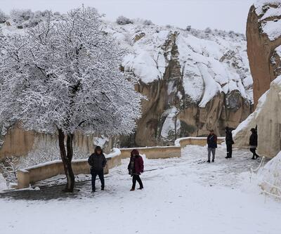 """Kapadokya'da """"beyaz güzellik"""" büyülüyor"""