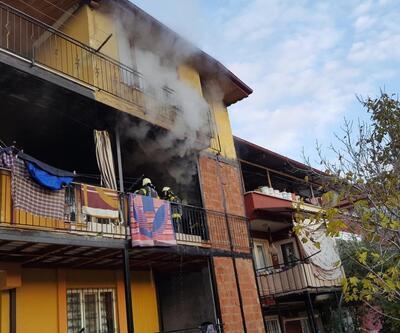 Anne ve 4 çocuğu yanan evde mahsur kaldı
