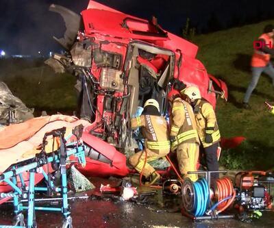 TEM'de feci kaza: TIR kamyona arkadan çarptı! 1 ölü,1 yaralı