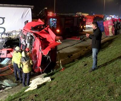 TIR kamyona arkadan çarptı! 1 ölü,1 yaralı