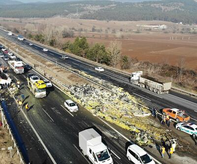 Anadolu Otoyolu'nda devrilen TIR ulaşımı aksattı