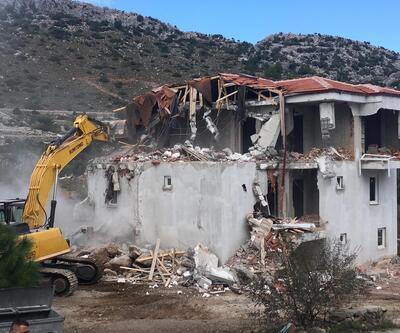 Marmaris'ta kaçak villalar yıkıldı