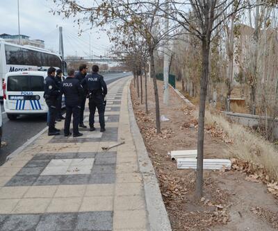 Polisi görünce çaldıklarını bırakıp kaçtılar
