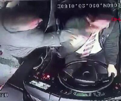 Direksiyondaki şoföre saldırdı