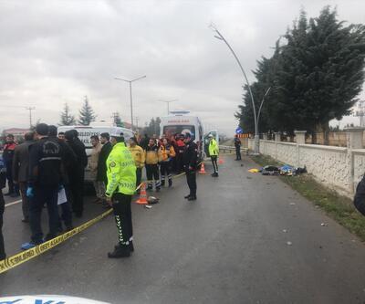Durakta bekleyen yolculara otomobil çarptı: 3 ölü