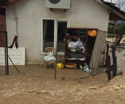 Dere taşması sonucu su basan evde mahsur kalan aile kurtarıldı