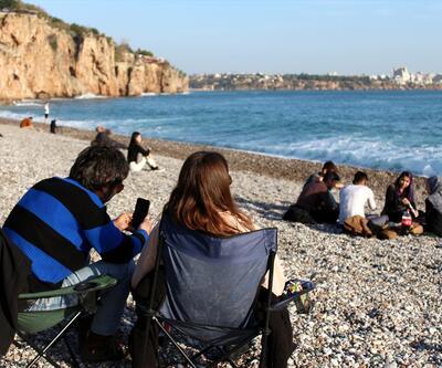 """Antalyalılar """"kış güneşi""""nin keyfini çıkardı"""