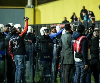 Tuzlaspor-Galatasaray maçı sonrası saha karıştı