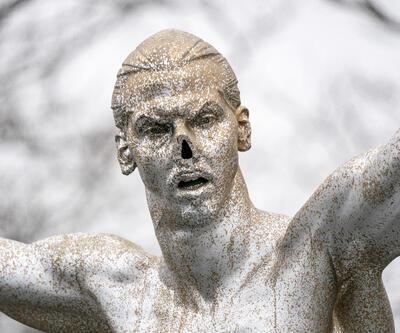 Ibrahimovic heykelinin burnu kırıldı