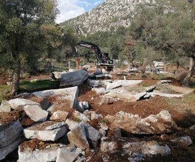 Akbük Koyu'nda kaçak yapılar yıkılıyor