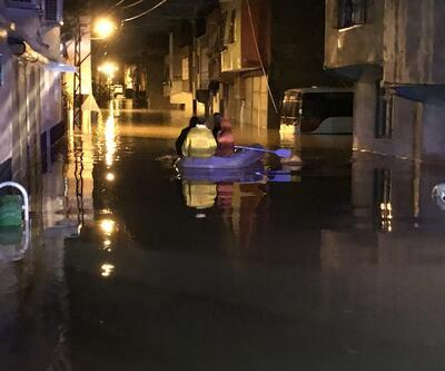 Adana'da sağanak: Mahsur kalanlar botlarla kurtarıldı