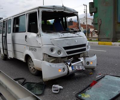 İşçileri taşıyan minibüs kamyonla çarpıştı: 10 yaralı