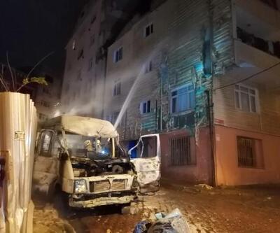 Minibüste çıkan yangın binaya sıçradı