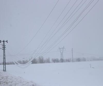 Karın etkisi altındaki Göksun'da 24 saati aşkın süredir elektrikler kesik