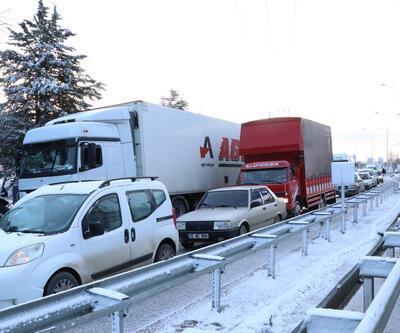 Burdur- Antalya karayolunda 5 kilometrelik kuyruk oluştu