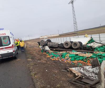 Konya'da TIR devrildi: 2 kişi hayatını kaybetti