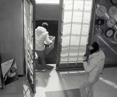 Hırsızlar 100 bin TL değerinde saat çaldı