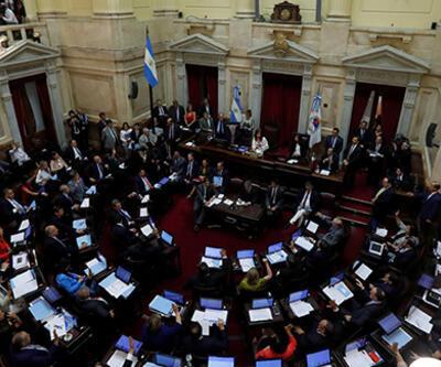 Arjantin'de milletvekilleri 180 gün maaş almayacak
