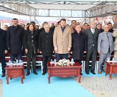 Gölova'da öğretmenevi ve halı saha hizmete açıldı