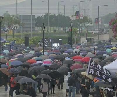 Hong Kong'da yağmurlu gösteri