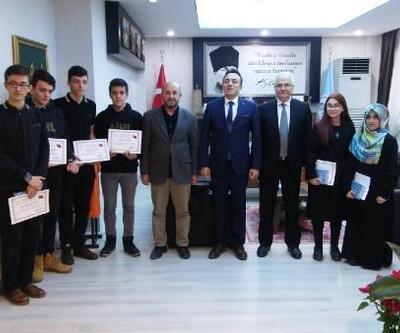 İlçe Milli Eğitim Müdürü Aslan, başarılı öğrencileri ödüllendirdi
