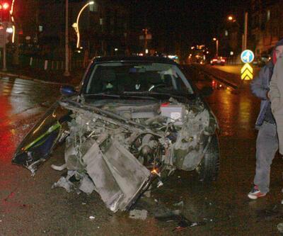 Kocaeli'de feci kaza! Otomobiller hurdaya döndü