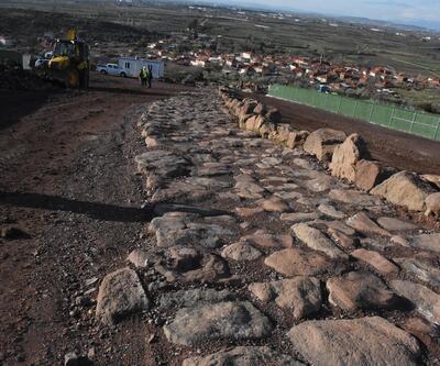 2 bin 600 yıllık antik yolun taşları puzzle gibi yeniden birleştiriliyor