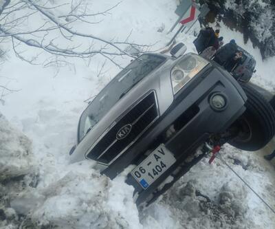 Buzlanma nedeniyle araçlar devrildi
