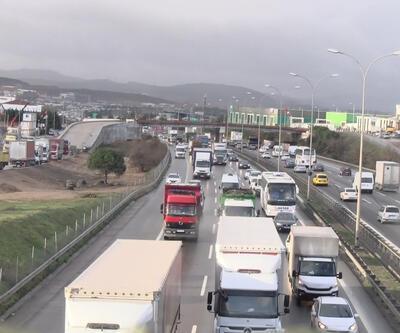 Nakliyeciler kamyonlarıyla TEM'i trafiğe kapattı