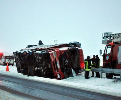 Devrilen TIR'ın şoförü hayatını kaybetti