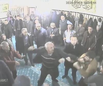 Husumetliler camide kavga etti