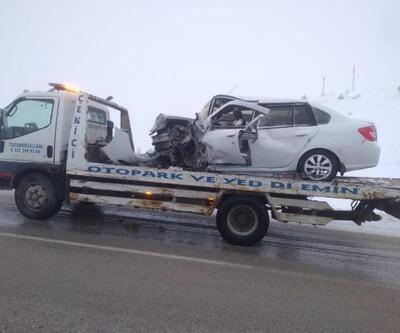 Sivas'ta otomobiller çarpıştı: 4 yaralı