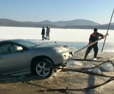 Buz kırıldı araçlar suya battı
