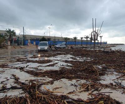 Mersin'de kuvvetli yağış; Can kayıpları var