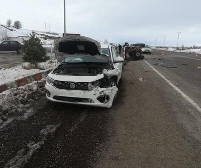 Gölova'da otomobil ile traktör çarpıştı: 2 yaralı