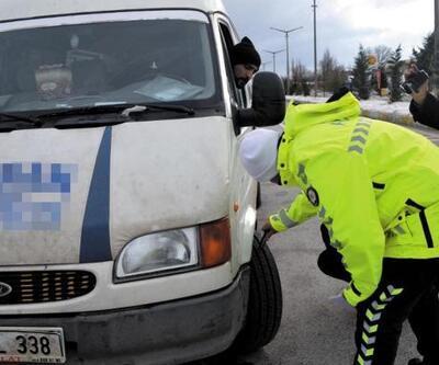 Simav'da kar lastiği takmayan sürücülere ceza uygulandı