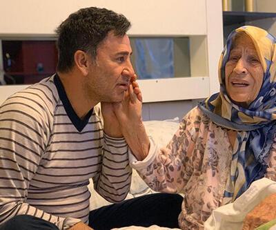 İzzet Yıldızhan annesinin başından bir dakika olsun ayrılmıyor