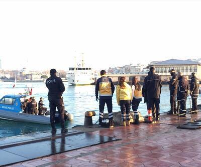 Kadıköy'de denizden ceset çıktı; Meraklı vatandaşlar polise zor anlar yaşattı