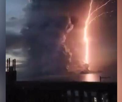 Yanardağ harekete geçti: Şimşekler gökyüzünü aydınlattı