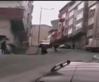Sokak ortasında kadını sopayla dövdü