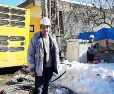 Çamlıyayla'da birçok mahalle yoğun kar nedeniyle elektriksiz kaldı