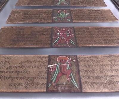 Tarihi el yazması 10 eseri satmaya çalışan 2 kişi suçüstü yakalandı