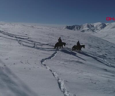 VEDAŞ ekipleri atlarla karlı dağları aşıp arızaya ulaşıyorlar