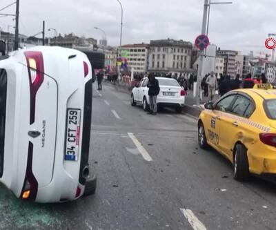 Galata Köprüsü'deki kaza trafiği altüst etti