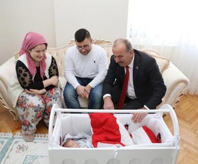 Mudanya Belediyesi'nden yılın ilk doğan bebeklerine hediye